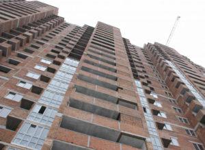 Строители начали монтаж лифтов в первом доме ЖК «Паркова Долина»